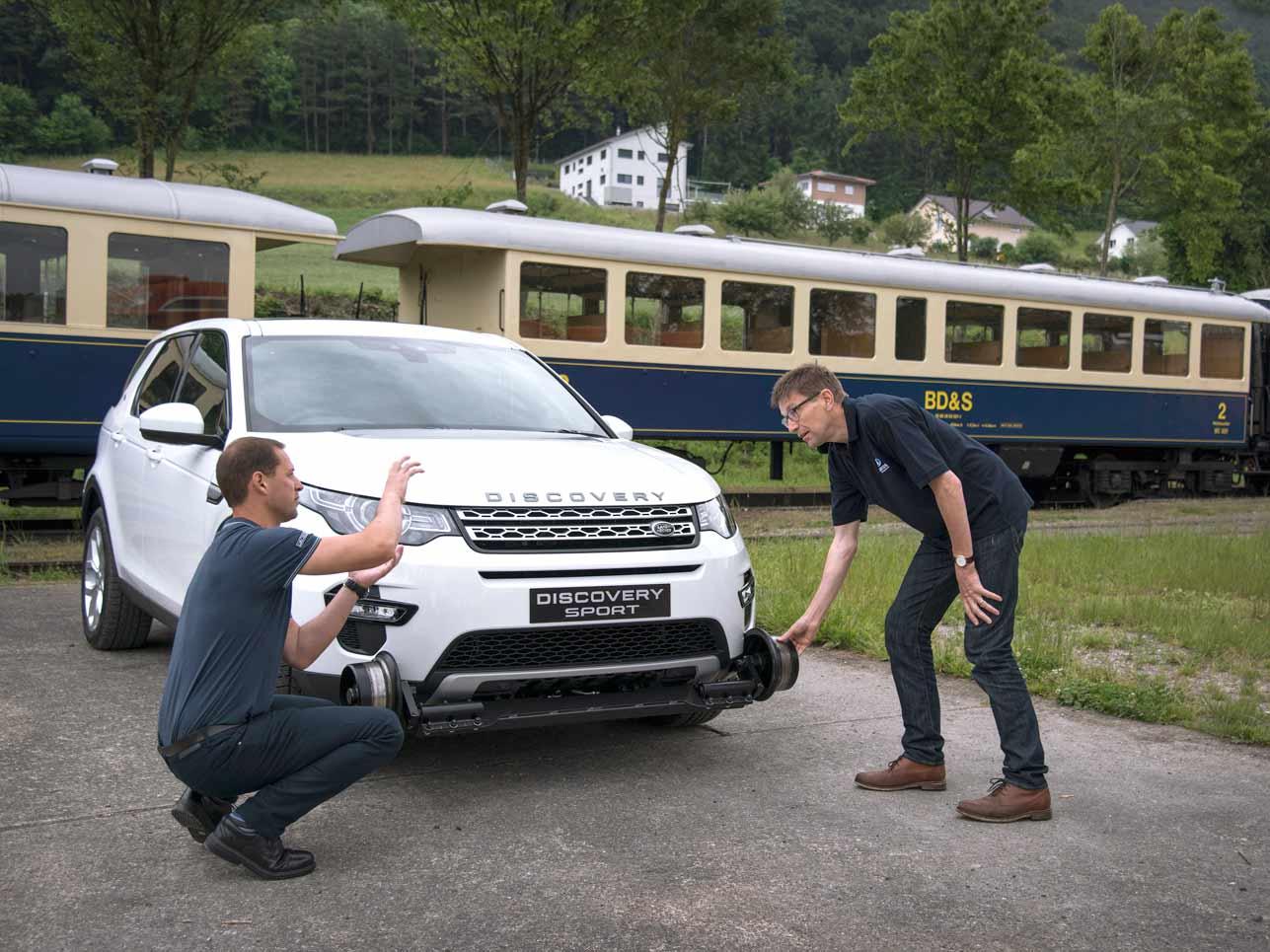 Die Macher: Karl Richards, Lead Engineer Stability Control Systems bei Jaguar Land Rover und James Platt, Managing Director des britischen Umrüstungsspezialisten Aquarius Railroad Technologies.