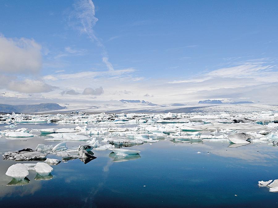 Der See Jökulsárlón (dt. Gletscherflusslagune) ist der größte und bekannteste einer Reihe von Gletscherseen in Island.