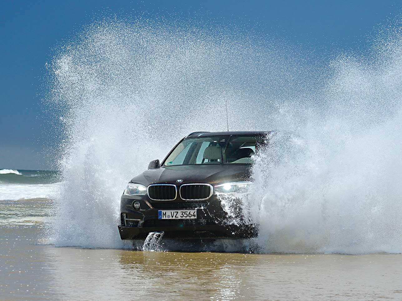 Bei Wasser kennt der BMW kein Pardon, doch sollte das eher die Ausnahme sein.