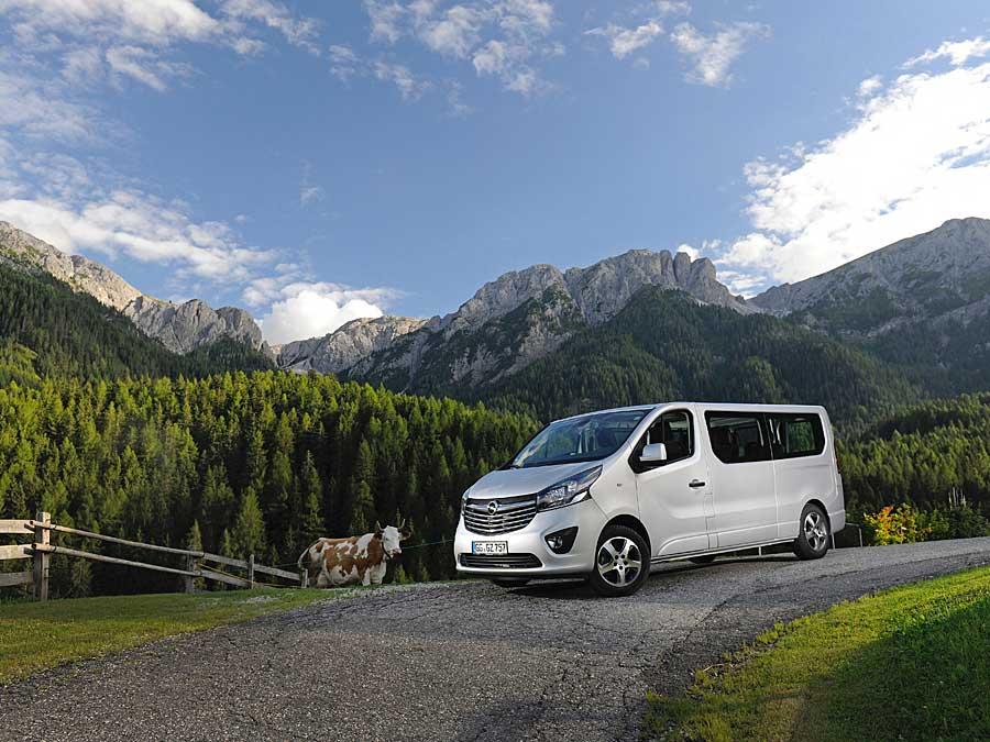Opel Vivaro: Multitalent, Arbeitskollege und moderner Luxus-Laster der Messner-Mountain-Museen.
