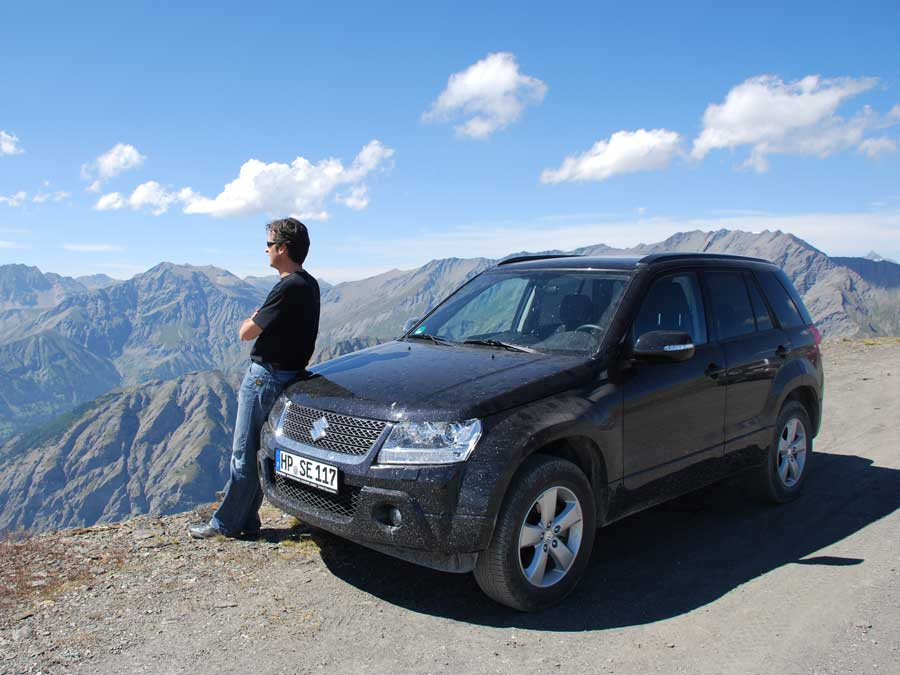 Lohn der Stapazen: der Blick vom Hochplateau des Monte Jafferau auf Dreitausender-Gipfel.