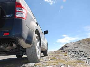 Geländeuntersetzung und Mitten-Differenzialsperre machen den Suzuki Grand Vitara fit für hochalpines Gelände.
