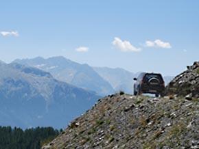 Je höher man am Monte Jafferau kommt, desto weniger sieht man, wohin die Schotterpfade weiterführen.