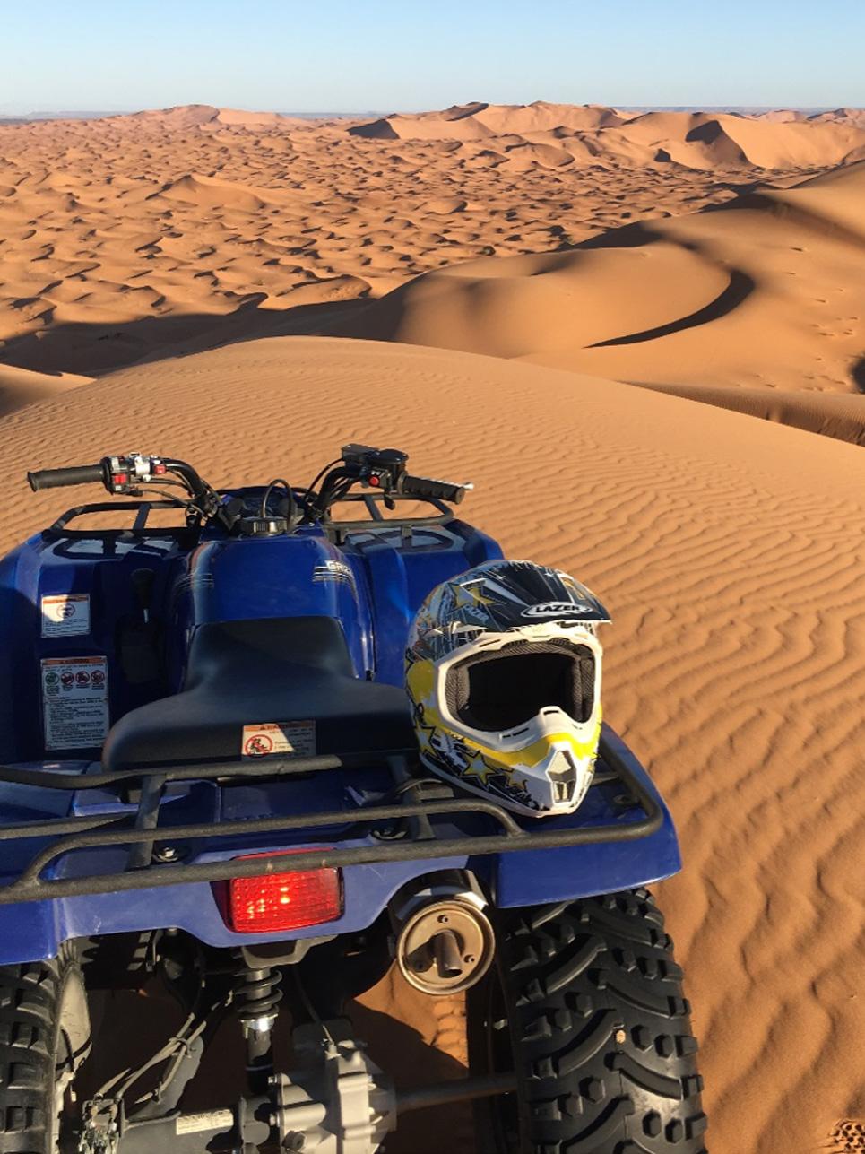 Schnappschuss des Tages: Mit bis zu 50 km/h wurden kleine, sowieso große Sanddünen erklommen. Das Gefühl von purer Freiheit!