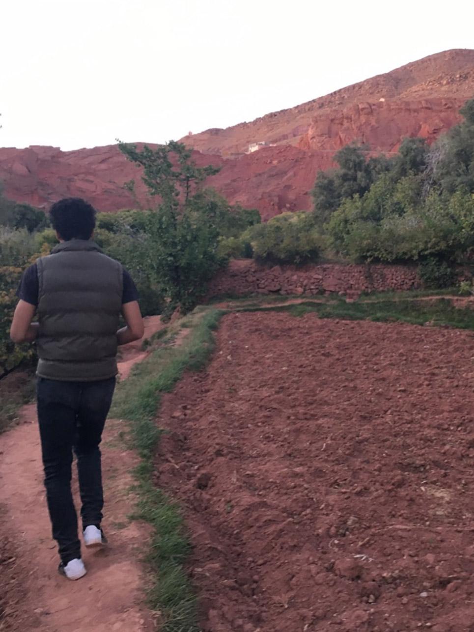 Begegnung des Tages: Der 19-jährige Ayoub lief 2 h mit mir durch die Felder und die Medina eines Ortes im Dadestal, aus purer Nettigkeit und um sein Deutsch zu verbessern. Er möchte nächstes Jahr Biologie in Frankfurt studieren.