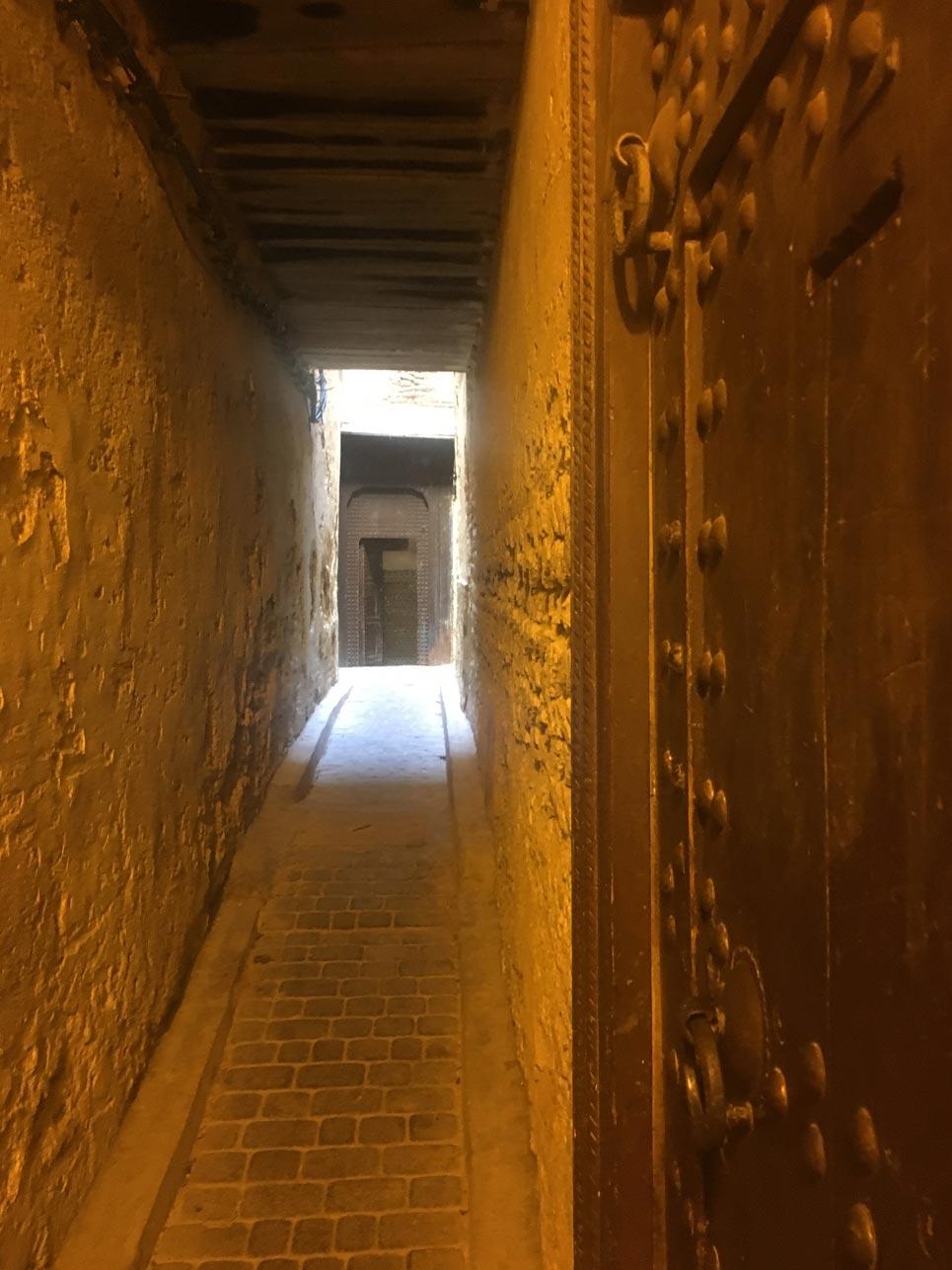 Erkenntnis des Tages: Fes ist wunderbar um sich stundenlang zu verirren und verwinkelte Gassen zu entdecken – ein wahres Labyrinth!