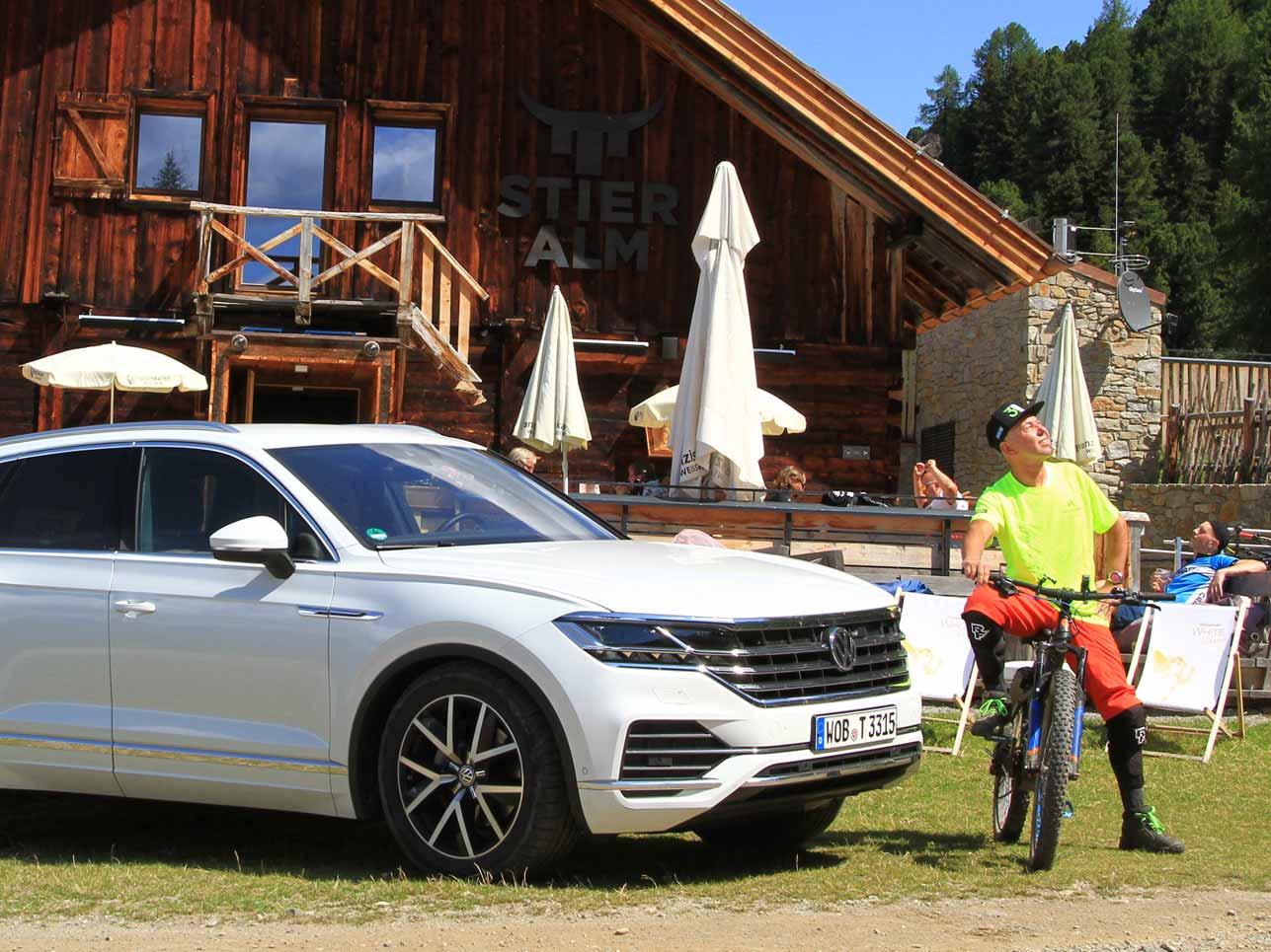 24af4eae028e77 Die Redaktion unterwegs mit den neuen VW Touareg von München über den  Fernpass nach Nauders zum Enduro Trail.